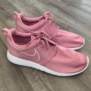 Nike roche one GS